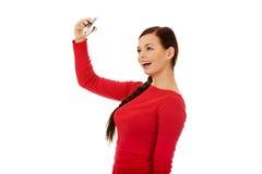 Mujer joven hermosa del estudiante con un lápiz grande Imágenes de archivo libres de regalías