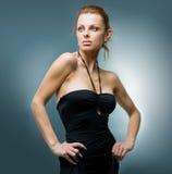 Mujer joven hermosa del retrato en estudio Imagen de archivo
