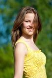 Mujer joven hermosa el día de fiesta Imagenes de archivo