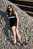 Mujer joven hermosa en alineada negra Fotos de archivo libres de regalías