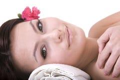 Mujer joven hermosa en balneario. Salud. Imágenes de archivo libres de regalías