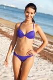 Mujer joven hermosa en la playa Imágenes de archivo libres de regalías