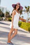 Mujer joven hermosa en Miami Beach Imagenes de archivo