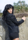 Mujer joven hermosa en naturaleza Foto de archivo libre de regalías