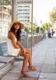 Mujer joven hermosa en Niza Fotografía de archivo libre de regalías