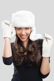 Mujer joven hermosa en ropa del invierno Imagen de archivo