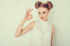 Mujer joven hermosa en ropa ocasional Imagen de archivo