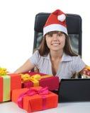Mujer joven hermosa en sombrero de la Navidad Fotos de archivo libres de regalías
