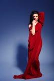 Mujer joven hermosa en vestido del verano del marsala Imagen de archivo libre de regalías