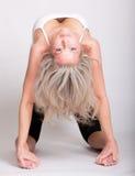 Mujer joven hermosa que hace yoga Fotografía de archivo libre de regalías