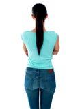 Mujer joven hermosa que mira la pared. Visión trasera fotos de archivo libres de regalías