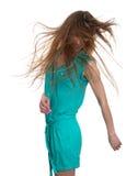 Mujer joven hermosa que sacude la cabeza con el pelo largo Foto de archivo libre de regalías