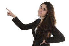 Mujer joven hermosa que señala con el dedo índice Fotografía de archivo