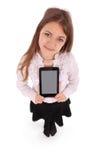 Mujer joven hermosa que sostiene la tableta digital Fotos de archivo