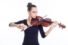 Mujer joven hermosa que toca el violín, tiro del estudio imagenes de archivo