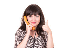 Mujer joven hermosa que usa el teléfono anaranjado retro Fotos de archivo