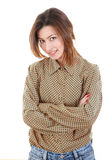 Mujer joven hermosa sonriente en camisa marrón y vaqueros Foto de archivo libre de regalías