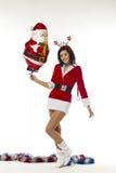Mujer joven hermosa vestida como Santa Claus en un backgrou blanco Foto de archivo