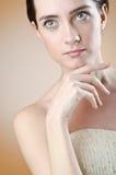 Mujer joven - lanzamiento del encanto Foto de archivo
