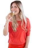 Mujer joven lista para beber el vino blanco Imágenes de archivo libres de regalías