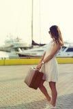 Mujer joven lista para la travesía del mar Fotos de archivo libres de regalías