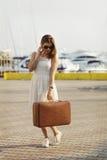 Mujer joven lista para la travesía del mar Foto de archivo libre de regalías