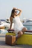 Mujer joven lista para la travesía del mar Imagen de archivo libre de regalías