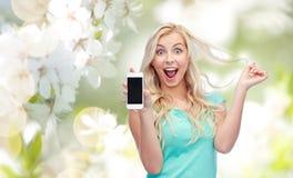Mujer joven o adolescente feliz con smartphone Foto de archivo libre de regalías