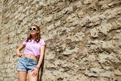 Mujer joven o adolescente feliz en gafas de sol Fotografía de archivo libre de regalías