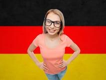 Mujer joven o adolescente feliz en lentes Imagen de archivo