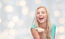 Mujer joven o adolescente sonriente Imagen de archivo libre de regalías