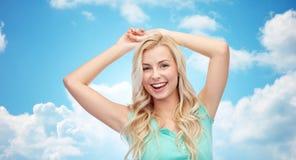 Mujer joven o adolescente sonriente feliz Fotografía de archivo