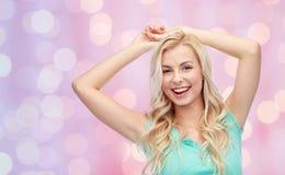 Mujer joven o adolescente sonriente feliz Imagen de archivo libre de regalías