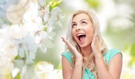 Mujer joven o adolescente sonriente Surprised Foto de archivo libre de regalías