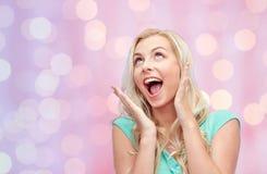 Mujer joven o adolescente sonriente Surprised Fotos de archivo