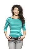 Sonrisa ocasional vestida de la mujer joven fotografía de archivo libre de regalías