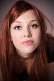 Mujer joven pelirroja Foto de archivo