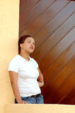 Mujer joven pensativa Fotografía de archivo libre de regalías