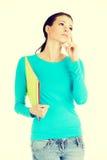 Mujer joven pensativa del estudiante con el cuaderno Fotos de archivo