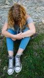 Mujer joven presionada fotos de archivo