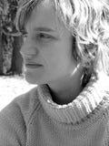 Mujer joven profundamente en sus pensamientos Imagenes de archivo