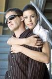 Mujer joven que abraza a su novio hermoso Fotos de archivo