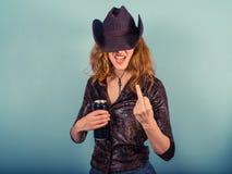 Mujer joven que bebe y que es grosera Fotos de archivo libres de regalías