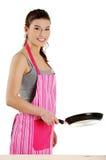 Mujer joven que cocina el alimento sano Foto de archivo libre de regalías