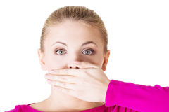 Mujer joven que cubre su boca Imágenes de archivo libres de regalías