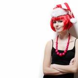 Mujer joven que desgasta el sombrero de Santas. Fotos de archivo