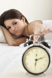 Mujer joven que despierta Foto de archivo libre de regalías