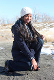 Mujer joven que disfruta del aire libre Fotos de archivo