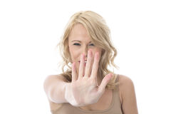 Mujer joven que es defensiva aumentando la mano Imágenes de archivo libres de regalías