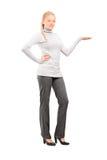Mujer joven que gesticula con la mano Imagen de archivo libre de regalías